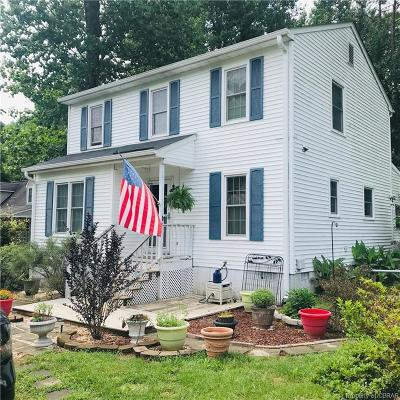 Middlesex County Single Family Home For Sale: 273 North Oakes Circle