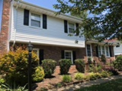Colonial Heights Single Family Home For Sale: 310 Yorktown Drive