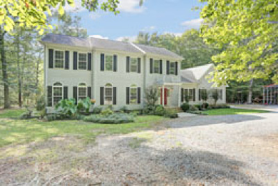 Middlesex County Single Family Home For Sale: 48 Lakeview Drive