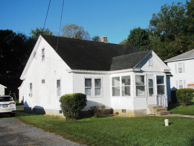 Single Family Home Under Contract/Continue To Sho: 19490 Ridge Ave