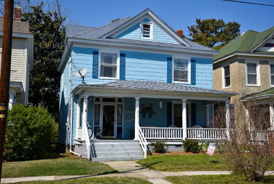 Single Family Home For Sale: 211 Tazewell Ave