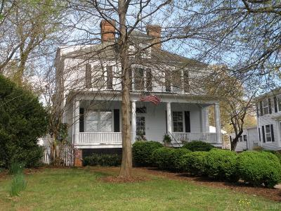 Bedford Single Family Home For Sale: 811 Oak Street