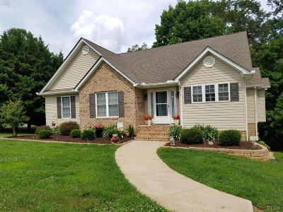 Bedford County Single Family Home For Sale: 1045 Elk Lake Lane