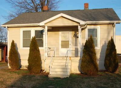 Single Family Home Pending: 3236 Nelson Street