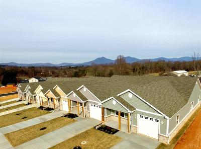 Bedford Condo/Townhouse Contingent/Show: 1311 Emerald View Court