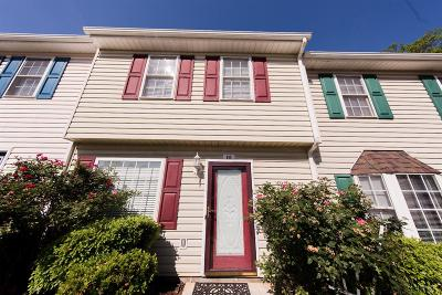 Madison Heights Condo/Townhouse For Sale: 111 Jeremiah Court