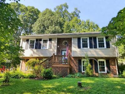 Forest Single Family Home For Sale: 104 Colonial Court