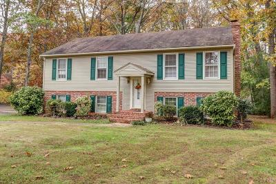 Forest Single Family Home For Sale: 209 Minuteman Drive