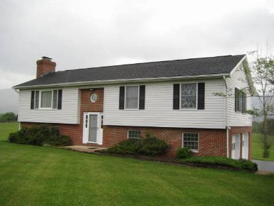 Shenandoah County Single Family Home For Sale: 496 Highview Rd