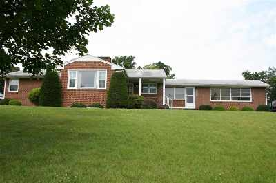 Augusta County Single Family Home For Sale: 1854 New Hope And Crimora Rd
