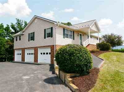 Shenandoah County Single Family Home For Sale: 217 Green Hills Ln