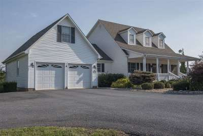 Staunton Single Family Home For Sale: 111 Fairview Ln