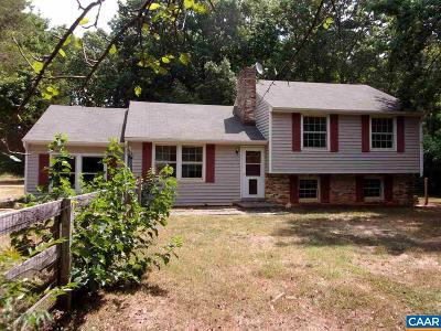 Louisa County Single Family Home For Sale: 221 Deer Tail Ln