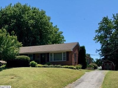Waynesboro Single Family Home For Sale: 212 Howard Ave