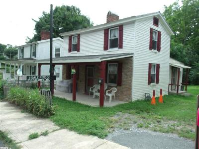 Staunton Single Family Home For Sale: 412 Bowling St