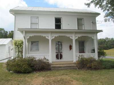 Shenandoah County Single Family Home For Sale: 2240 Pepper Rd