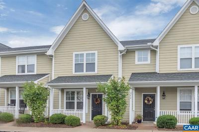 Townhome For Sale: 374 Joliet Ct