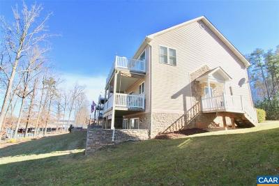 Louisa County Townhome For Sale: 328 Lake Front Dr