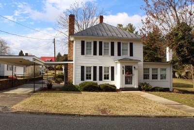 Single Family Home For Sale: 111 N Court St