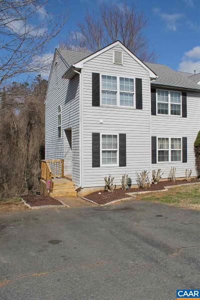 Townhome For Sale: 220 Buttercup Ln