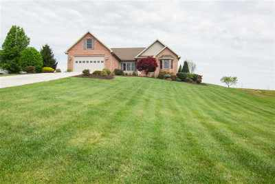 Single Family Home Sold: 140 Cantermill Ln