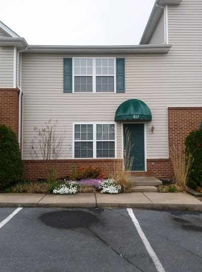 Townhome For Sale: 217 Emerson Ln