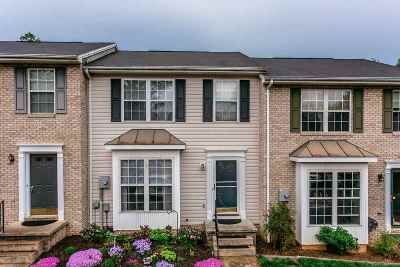 Townhome For Sale: 587 Stonewall Dr