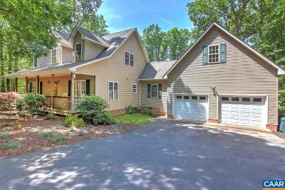 Louisa County Single Family Home For Sale: 683 Oak Grove Dr