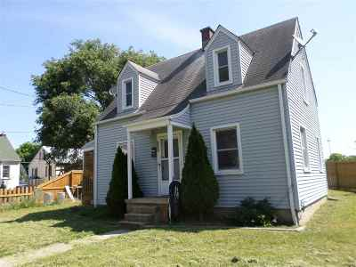 Single Family Home For Sale: 132 New York Ave