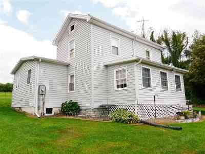 Shenandoah County Single Family Home For Sale: 351 Apple Tree Ln