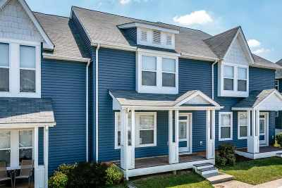Townhome For Sale: 1254 Poets Ct