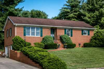 Rockingham County Single Family Home For Sale: 405 Sugar Maple Ln