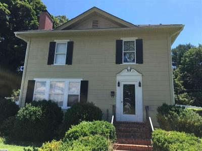 Waynesboro Single Family Home For Sale: 528 Locust Ave