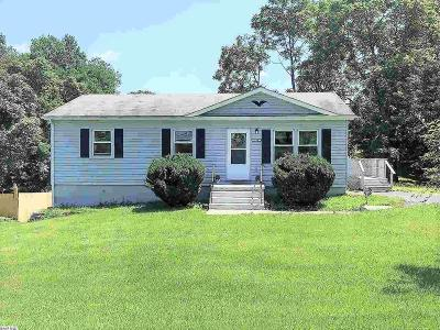 Augusta County Single Family Home For Sale: 132 Beverley St