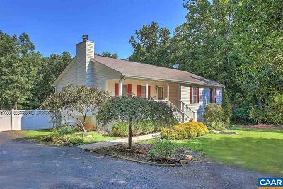 Louisa County Single Family Home For Sale: 160 Lakeside Dr
