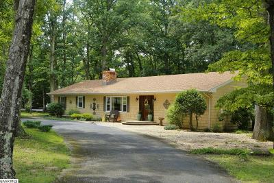 Single Family Home For Sale: 519 Lake Rd