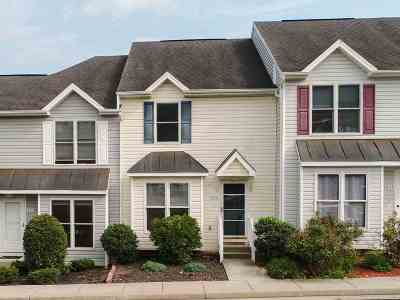 Townhome For Sale: 822 Camelot Ln