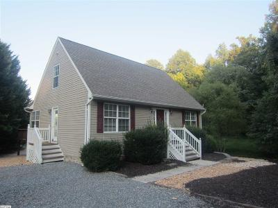 Louisa County Single Family Home For Sale: 90 Busbees Point Rd