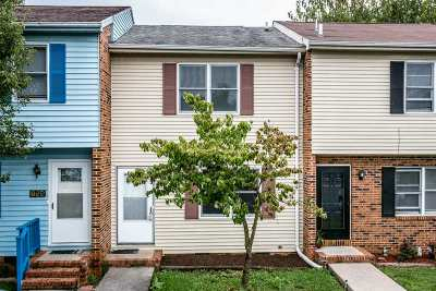 Townhome For Sale: 871 Vine St