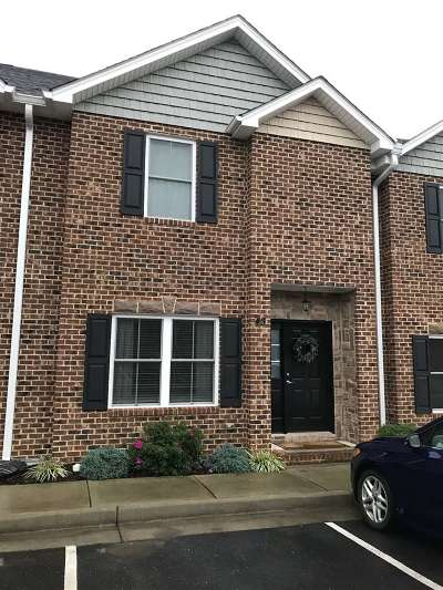 Townhome For Sale: 153 Cedar Point Ln
