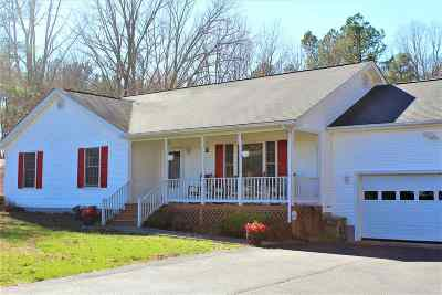 Louisa County Single Family Home For Sale: 913 Chopping Rd