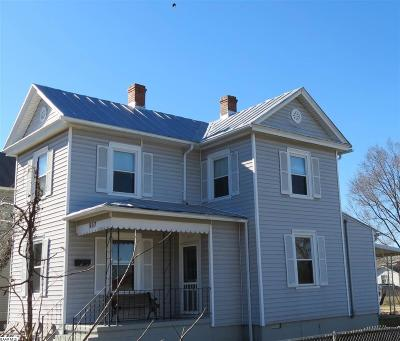 Waynesboro Single Family Home For Sale: 557 N Bath Ave