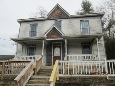 Single Family Home For Sale: 104 N 1st St