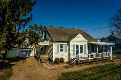 Single Family Home Sold: 309 North River Rd