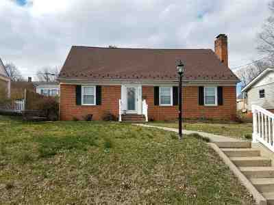 Waynesboro Single Family Home For Sale: 835 Jefferson Ave
