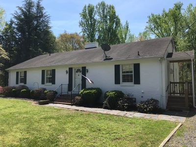 Single Family Home For Sale: 85 Pine Ln