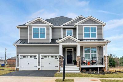 Single Family Home For Sale: 43 Bishopgate Ln