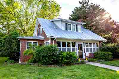 Rockingham County Single Family Home For Sale: 210 W Bank St