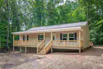 Louisa County Single Family Home For Sale: 721 Pine Harbor Dr