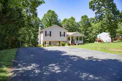 Single Family Home For Sale: 171 Wood Dr